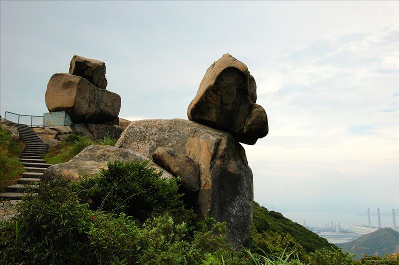 石船及米奇老鼠石