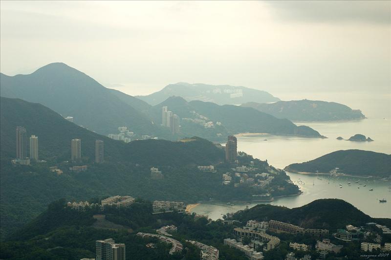 金馬倫山副峰望壽臣山、深水灣及熨波洲一帶的景色