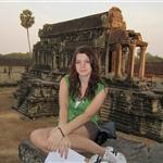 Angkor wat, za pierwszymi zabudowaniami .W tle biblioteka.