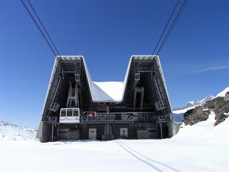 Ropeway station at Laghi Cime Bianche