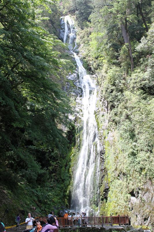 壯觀的桃山瀑布