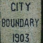 DSC_7881 寶雲道的維多利亞城界石,離司徒拔道交匯處約半公里.jpg