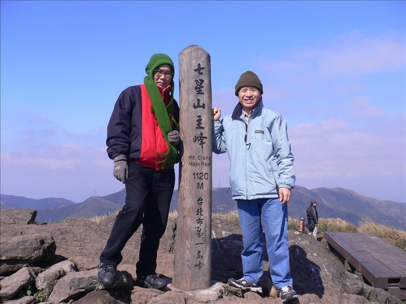第二次登上七星山主峯, 上次陰雨綿綿, 這次晴空萬里, 各有各的風味,陽明山國家公園真是讚啊!