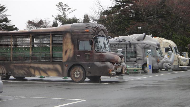 叢林公車有十幾台吧