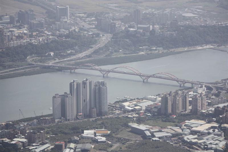 由硬漢嶺眺望關渡橋