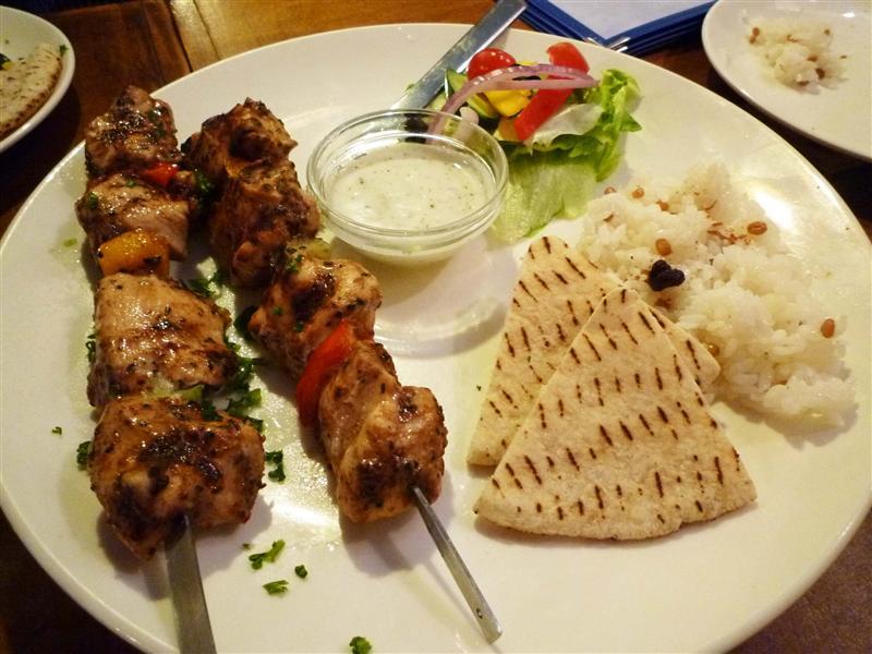 希臘經典烤雞肉串 和嵐來她幫你點餐 且都好好吃!.jpg