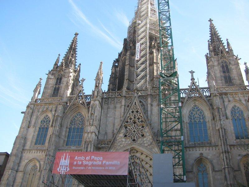 Barcelona greets the Pope.