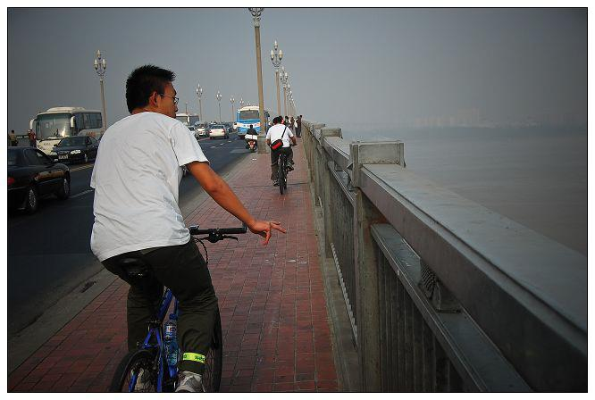 go across the Nanjing ChangJiang bridge
