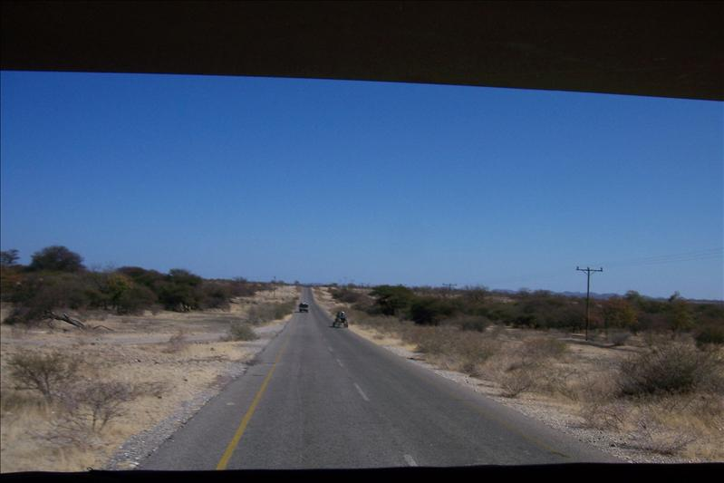 On the road to Selebi Pikwe / Sur la route pour Selebi Pikwe (Botswana)