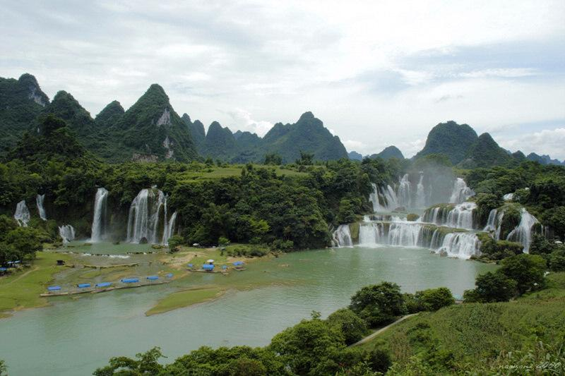 Breathtaking view of Banyue Waterfall of Vietnam and Detian Waterfall of China 板約瀑布、德天瀑布全景
