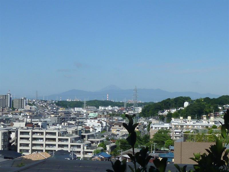因為天氣很好,所以看得到富士山