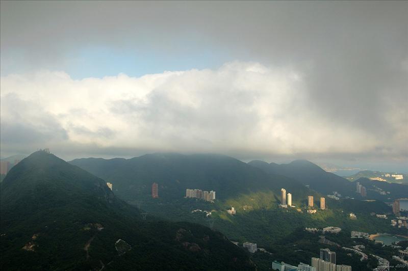 可以見到濃積雲的底部相當平坦