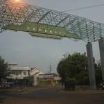 มาสู่สถานีรถของเมือง สุบาราย่า  ตอนนี้เรากำลังเดินออกมาหาที่แลกเงิน