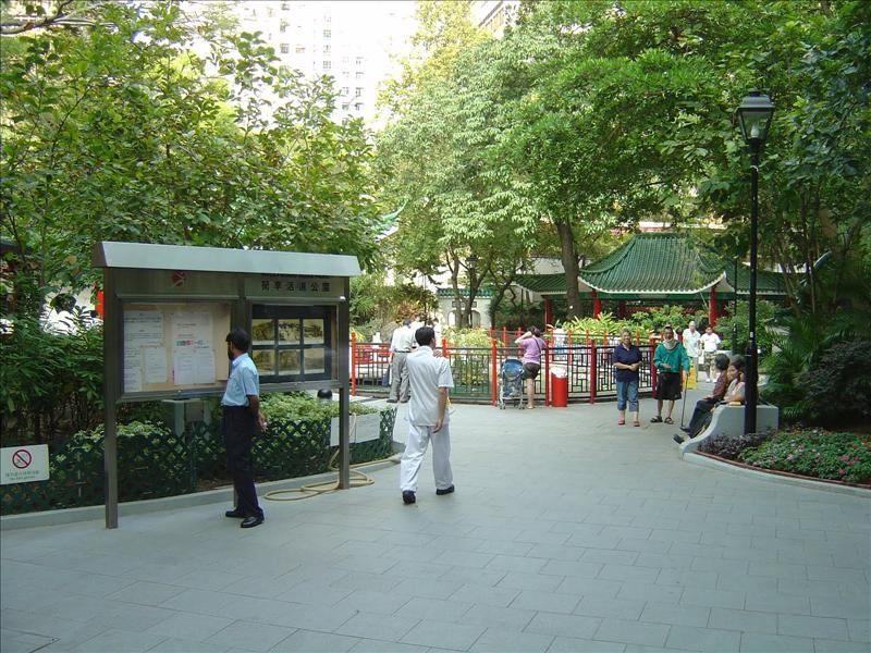 Now , Hollywood Road garden (before, an open space for street venders and small shops)