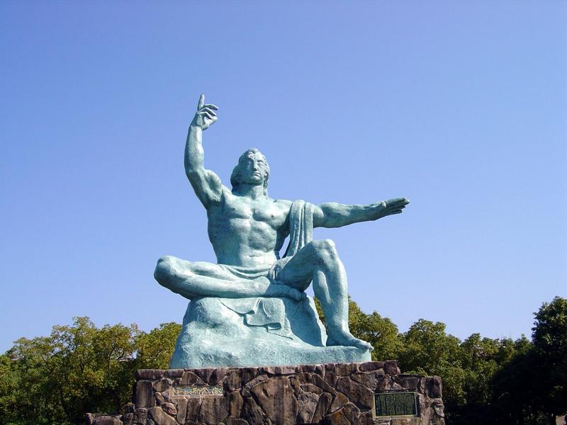 Peace Statue (Peace Park)-----right hand points upward depicting the threat of the atomic bomb;left hand stretches horizontally,appealing for eternal world peace;closed eyes offer a prayer for the repose of the atomic bomb victims souls.