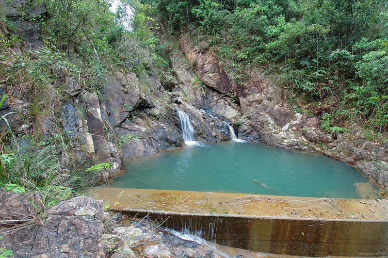 瀑頂儲水池有小雙瀑