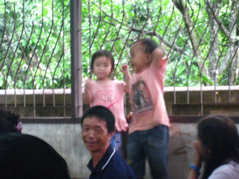 他們很開心得在跳舞