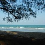 หาดที่นี่ แม้จะไม่สวยเหมือนอันดามัน แต่ก็ไม่ขี้เหร่หรอกน่า :)