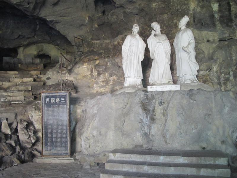 "Yichang ( 宜昌 ) ---- ""Three Traveler Cave"" ( well-known Chinese poet,Bai Juyi (白居易),his brother Bai Xingjian (白行簡) and friend, Yuen Zhen ( 元稹) had been here in this cave in Tang Dynasty (819)."