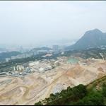 石礦場及背後的飛鵝山、獅子山