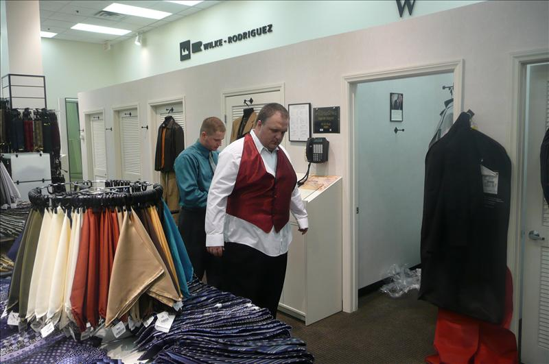 Larry picking up his tux at Twain Men's Wearhouse in Vegas