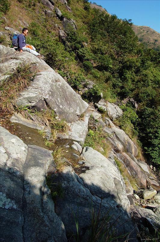 郊遊徑接青龍石澗上段Junction of South Lantau Country Trail and Green Dragon Stream