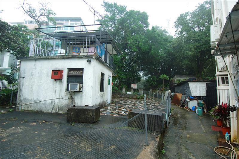 由大網仔村左邊(面對村屋)入林中小徑