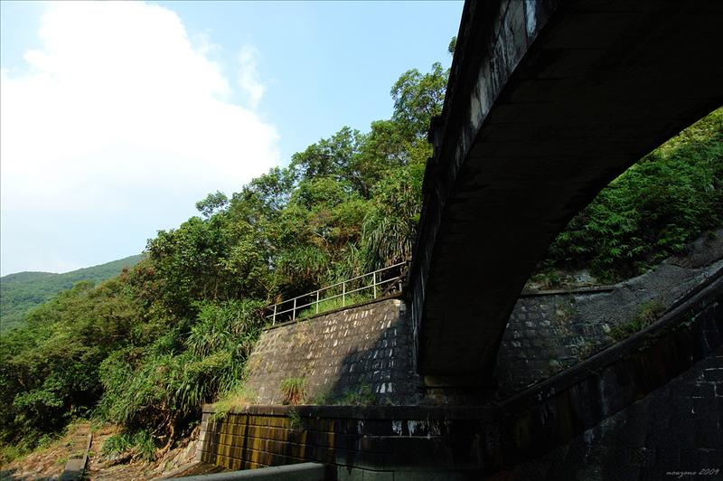 The magnificent dam of Aberdeen Reservoir 香港仔水塘堤壩