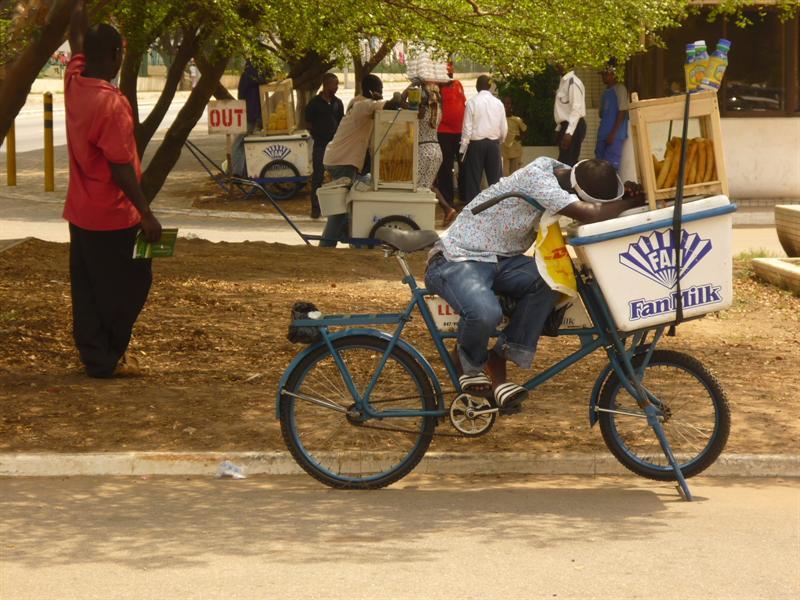 Accra - Eis auf Raeder