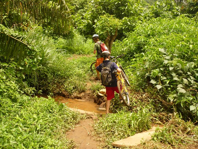 Aburi - Mountainbiking in Afrika