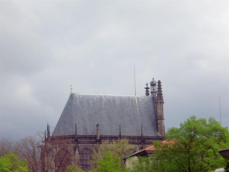 只有半面的教堂
