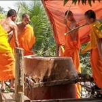 MONKS AT WAT KHILI, LUANG PRABANG