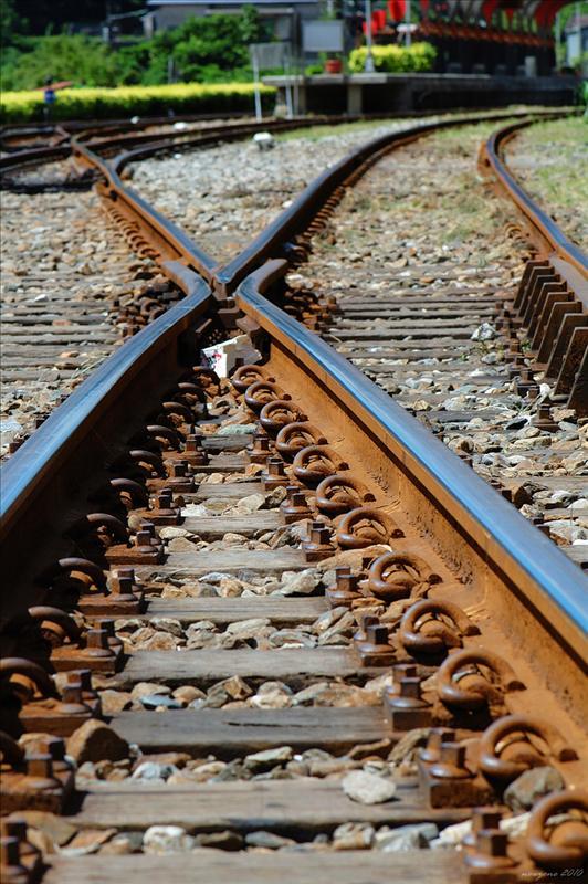 鐵軌交錯的十分車站