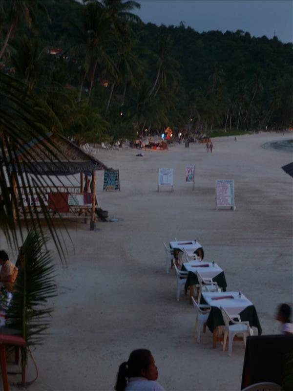 Sunset dinner tables on the beach - Haad Yao Bay