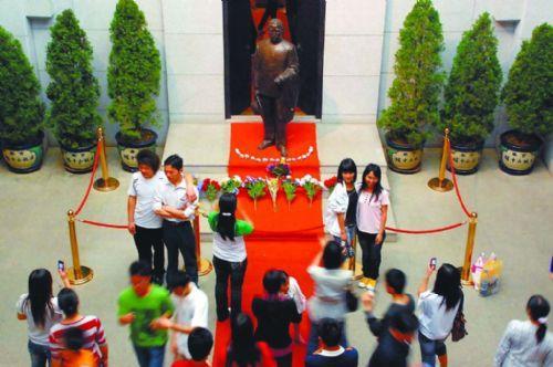Dr. Sun-Yat Sen draws visitors from Hong Kong