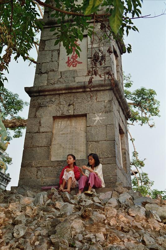 Tháp Bút (pen tower) next to Hoàn Kiếm Lake