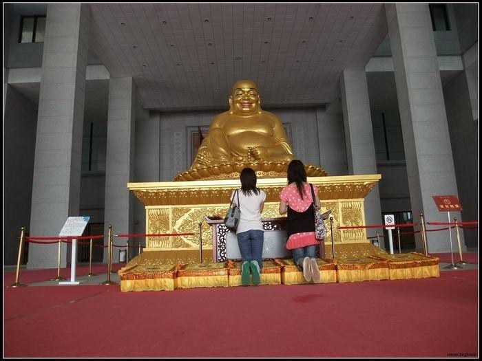 金光閃閃的彌勒佛祖