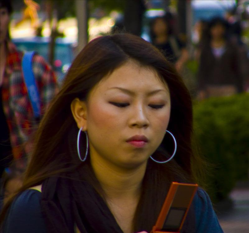 Beautiful Japanese Girl :) using her phone!
