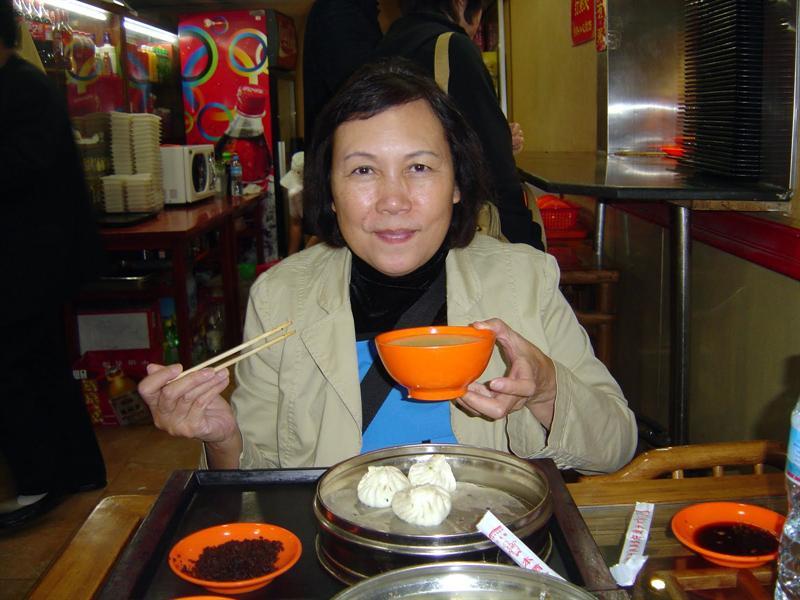 famous place ( (狗 不 理 ) for noodles and soup dumplings.