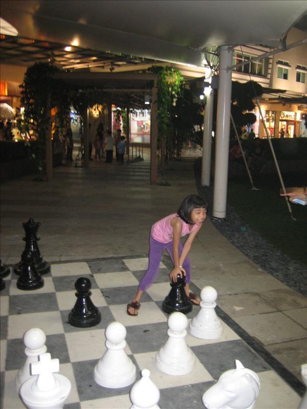 Ang laki naman ng Chessboard!!!!