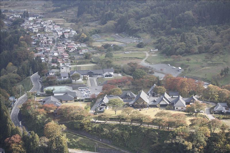 由五大堂俯覽山下山寺小鎮