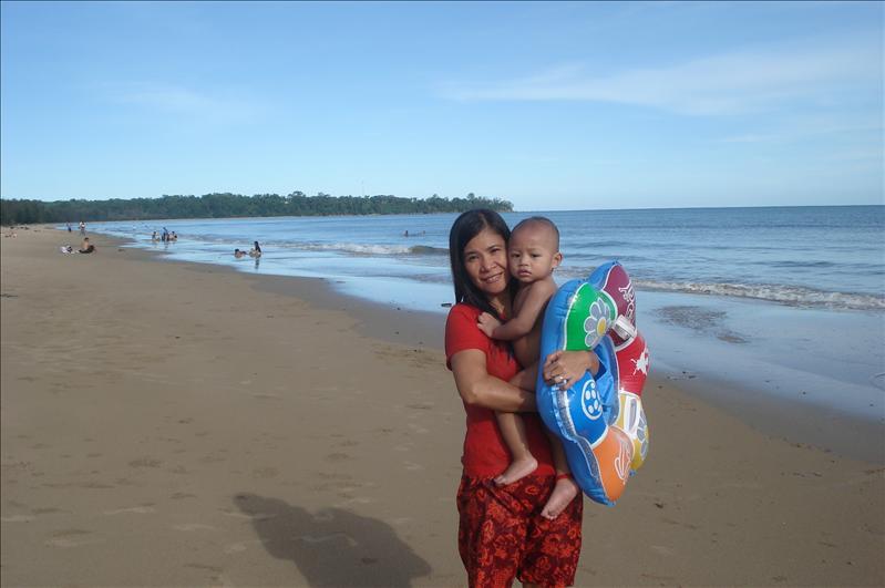 muara beach w/ grandma