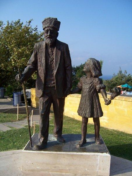 HUSEYIN KACMAZ (THE LAST SURVIVING TURKISH SOLDIER AT GALLIPOLI) - HE DIED IN 1994, AGED 110, AND HIS GRAND-DAUGHTER