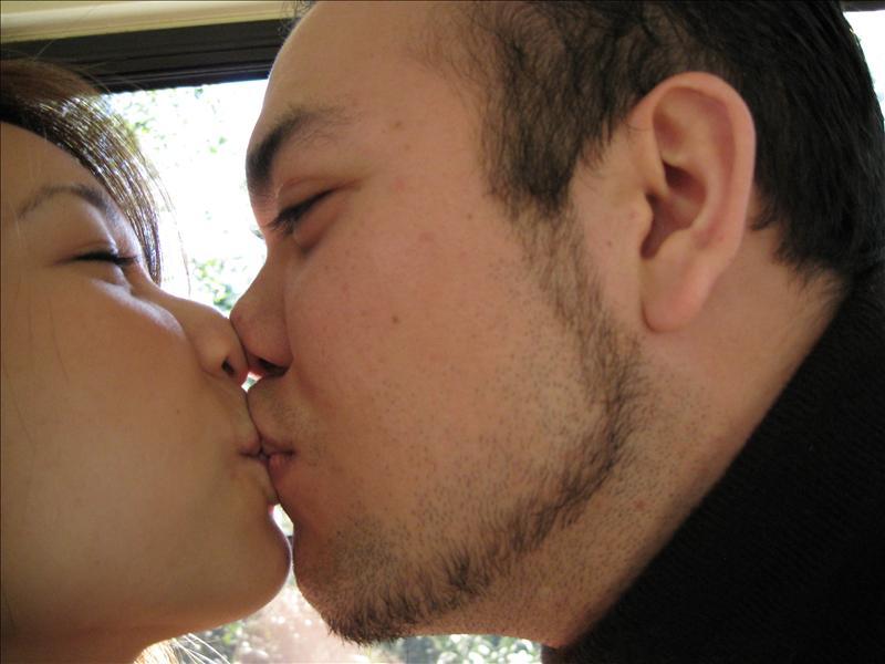 Kiss Kiss... Flat nose!