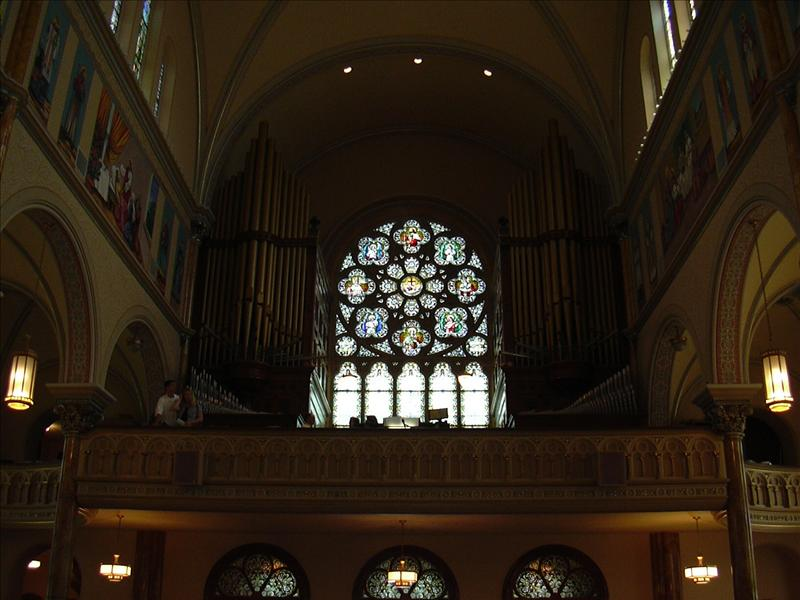 organ and choir perform here