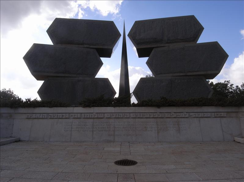 monument to the jewish soldiers and partisans who fought against nazi germany