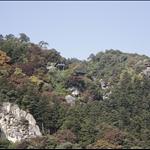 從山寺站遠眺山上的寺廟