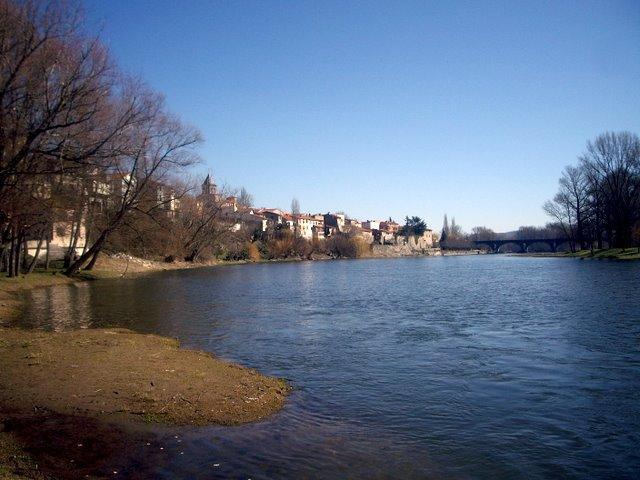 這是一條可以划船的河