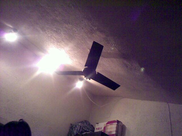 阁楼顶  用手机拍摄 (爱拍网 http://ipai.cn/photologs/4229)