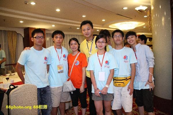 Cherry's Group photo,,左1-2是香港的團員,橙色團服的是上海的導師,黃色團服的是香港的導師最右面2位同學是上海團員